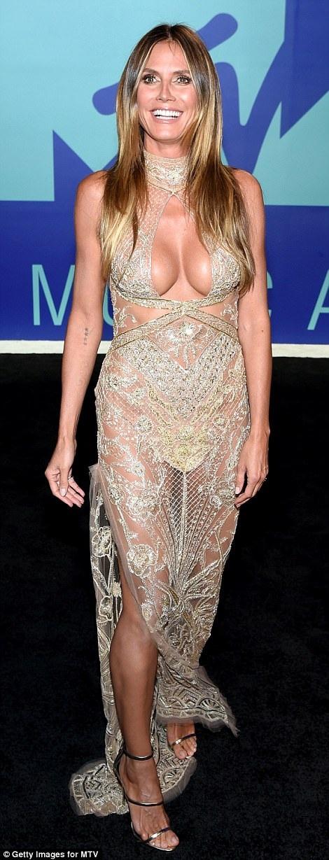 Siêu mẫu Heidi Klum arạng rỡ trên thảm đỏ lễ trao giải MTV Video Music Awards đang diễn ra tại Mỹ
