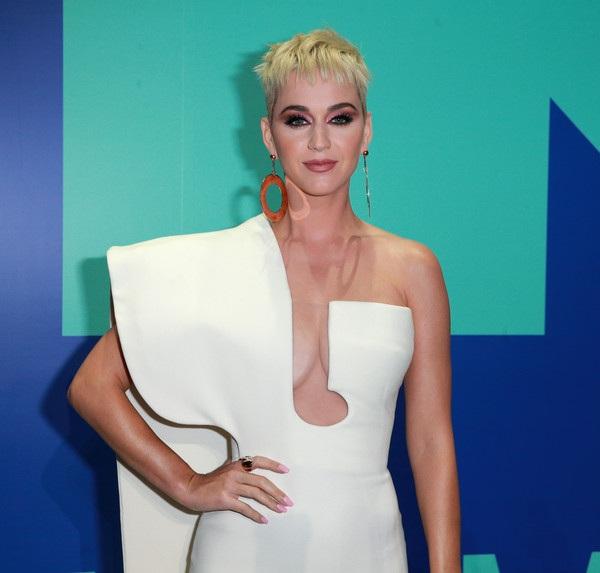 Katy Perry rất thanh lịch và tinh tế