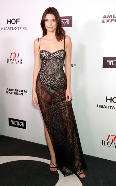 Kendall Jenner vừa trở về từ tuần lễ thời trang Paris