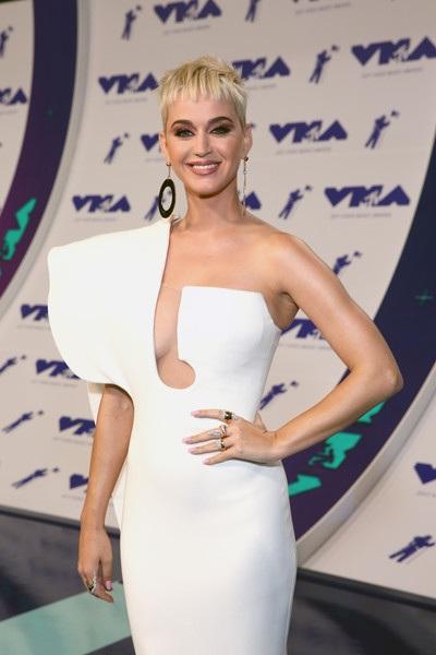 Katy Perry đảm nhiệm vai trò người dẫn chương trình của lễ trao giải MTV Video Music Awards2017 diễn ra tại California, Mỹ