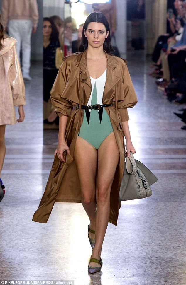 Em cô Kim tiếp tục đắt show tại tuần lễ thời trang Milan
