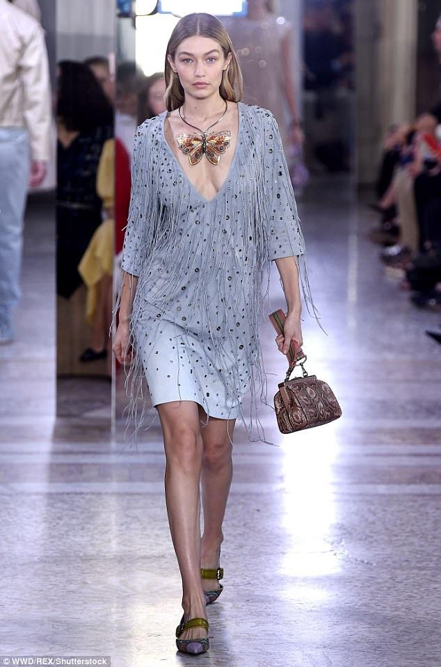 Gigi Hadid trong 1 mẫu váy rất đẹp