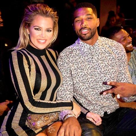 Cách đây ít ngày, báo chí rộ tin Kylie Jenner, em của Khloe cũng mang bầu. Khloe và Kylie được cho là mang thai cùng thời điểm và cả 2 rất hạnh phúc