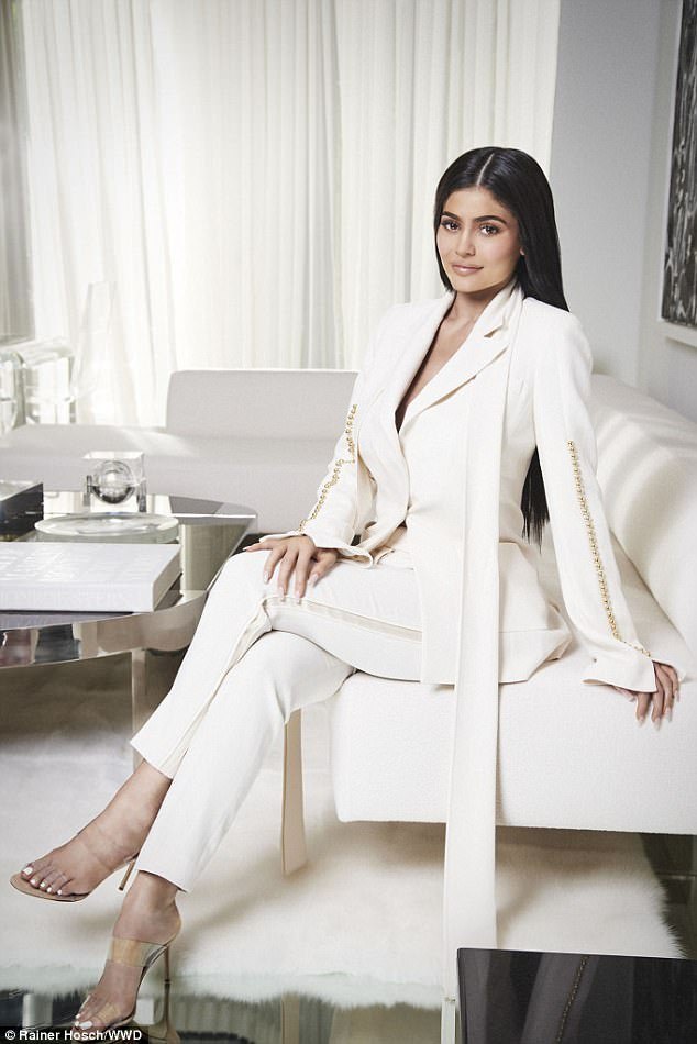 Công ty Kylie Cosmetics chỉ mới hoạt động 18 tháng đã mang về doanh thu 420 triệu USD