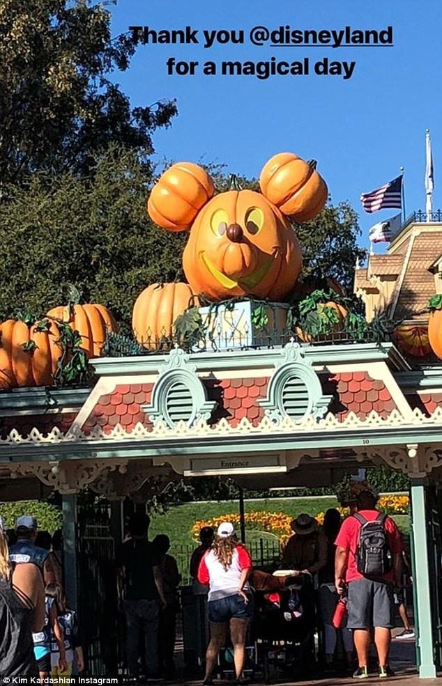 Người đẹp nói lời cảm ơn công viên Disneyland trên trang cá nhân.