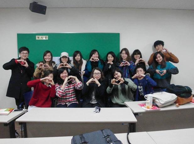 Học tập trong môi trường quốc tế, bạn bè gắn kết như người thân