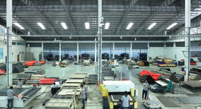 Một góc phân xưởng sản xuất thảm lót sàn ô tô cao su thiên nhiên Back Liners