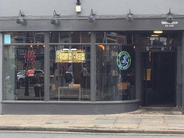 Quán bar Bird and Beer phủ nhận lời buộc tội của Kate.