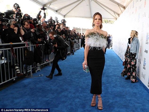 Kate Beckinsale rạng ngời dự lễ trao giải Film Independent Spirit diễn ra ở Santa Monica, California, Mỹ ngày 25/2 vừa qua