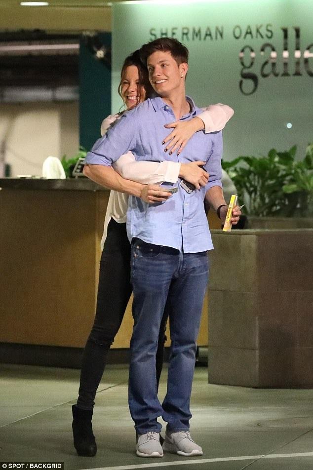 Kate Beckinsale hạnh phúc rạng ngời khi đi chơi cùng bồ trẻ Matt Rife ngày 26/6 vừa qua