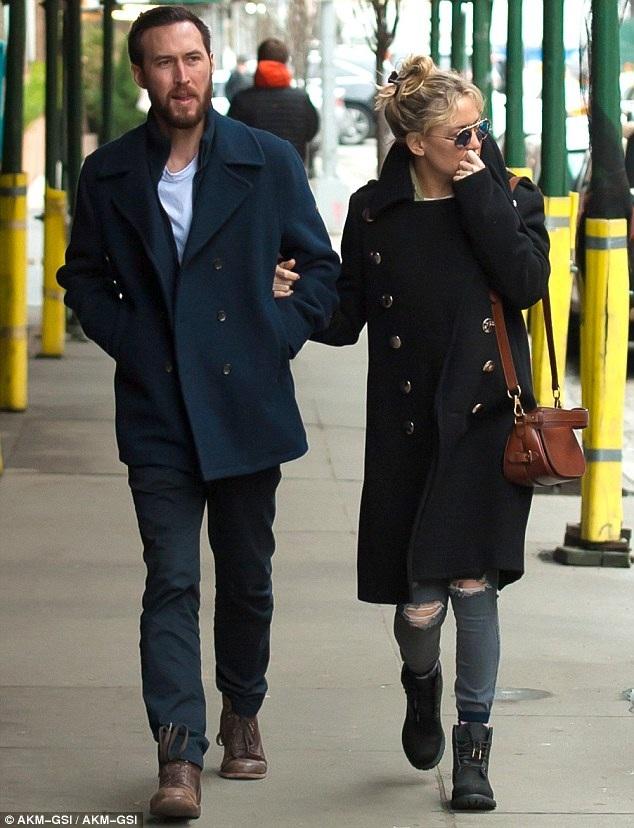 Sau hàng loạt mối tình tan vỡ, ngôi sao phim Kỳ đà cản mũi Kate Hudson đã tìm được niềm vui trở lại
