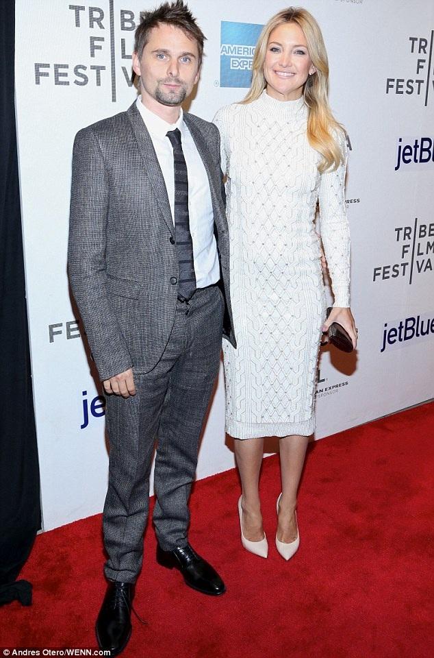 Nữ diễn viên tóc vàng cũng có 1 con trai với bạn trai - rocker Matt Bellamy - người mà cô hẹn hò từ năm 2010 tới năm 2014.