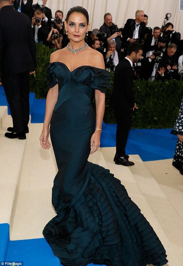 Katie Holmes xuất hiện tại đại tiệc thời trang Met Gala năm 2017.