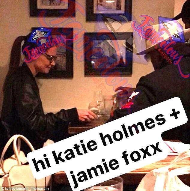 Katie Holmes và Jamie Foxx bị bắt gặp hò hẹn hồi tháng 4/2017.