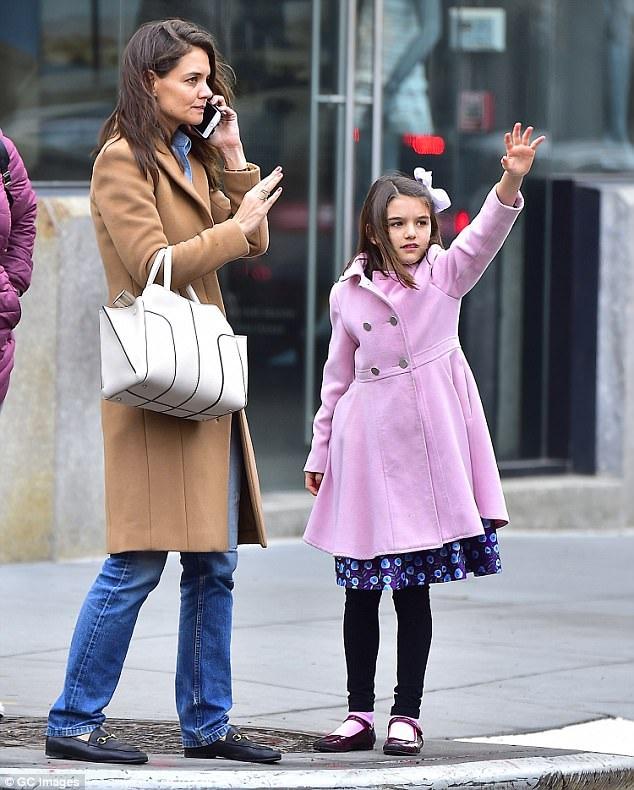 Katie Holmes cũng có một cô con gái riêng 11 tuổi, Suri Cruise.
