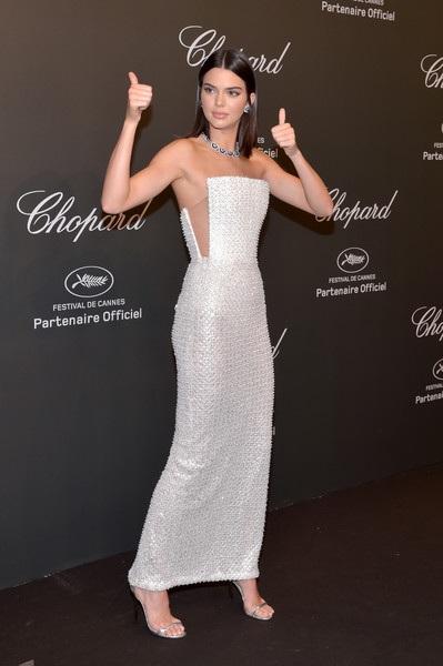 Kendall Jenner diện bộ váy thanh lịch và tinh tế