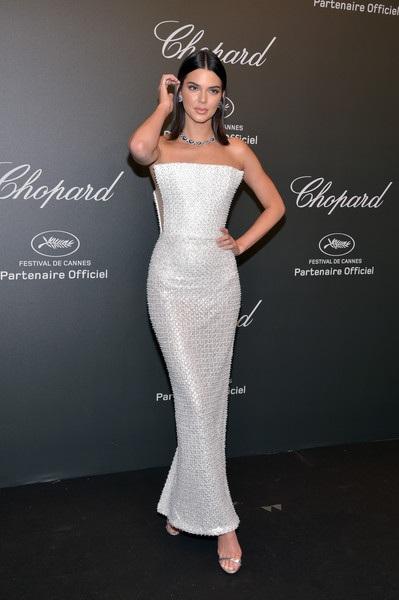 Người mẫu bạch biến nổi bật trong tiệc tại Cannes - 11