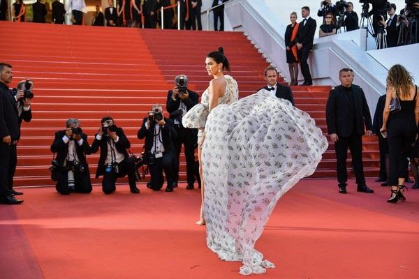 Kendall Jenner rực sáng tại Cannes - 12