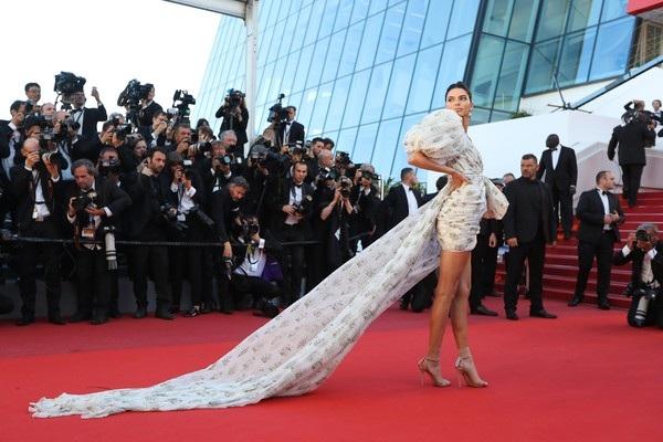 Kendall Jenner rực sáng tại Cannes - 13