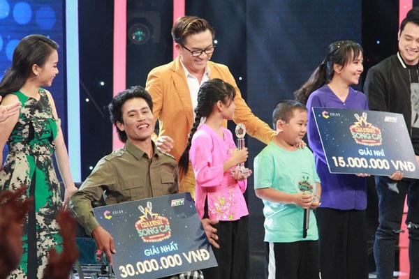 Hai cho con bán kẹo kéo đã giành giải thưởng cao nhất 30 triệu đồng.