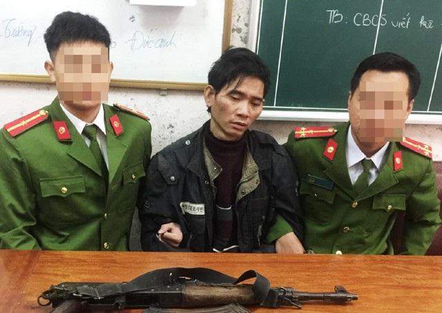 Kha Thanh Tài đang phải đối mặt với các tội danh mua bán trái phép chất ma túy, tàng trữ trái phép vũ khí quân dụng và chống người thi hành công vụ