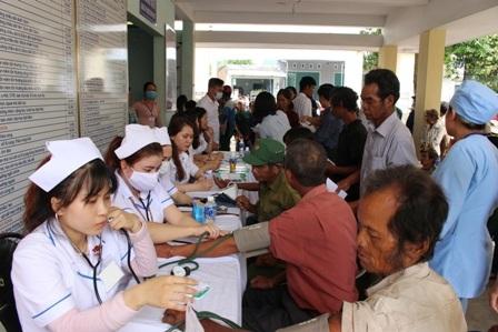 Khám bệnh miễn phí tại Triển lãm Y tế Quốc tế - 1