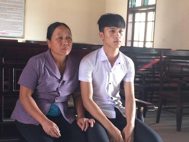 Sự việc kéo dài đã khiến.cuộc sống của em Khánh cũng như gia đình bị đảo lộn hoàn toàn.