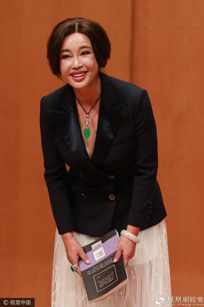 Lưu Hiểu Khánh, 61 tuổi, hứa hẹn rằng, trong cuốn sách mới nhất của bà, bà sẽ hé lộ một số điều thú vị về người chồng mới nhất của bà.