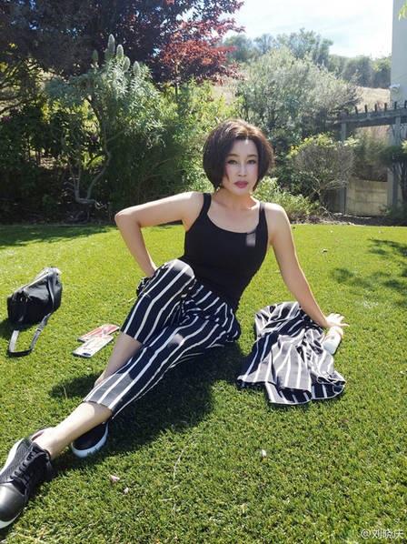 Năm 2013, Lưu Hiểu Khánh kết hôn với một doanh nhân người Mỹ gốc Hoa tại San Francisco, Mỹ. Và đây là người chồng thứ 4 của ngôi sao nổi tiếng người Trung Quốc. Bà đã có 4 đời chồng nhưng không có con.