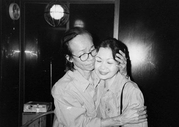Khánh Ly và Trịnh Công Sơn trong lần bà cùng chồng về Việt Nam năm 1997.