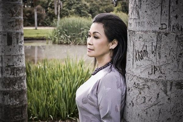 Khánh Ly kể nhiều lúc bà chỉ mơ ước có được một vòng tay, một ánh mắt, nụ cười hay lời nói dịu dàng, ấm áp từ mẹ...
