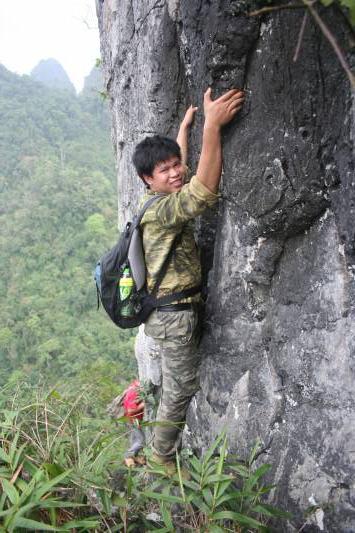 Để tìm kiếm được cây hoàng đàn Lạng Sơn, Phạm Văn Thế phải leo trèo vượt qua nhiều địa hình hiểm trở.