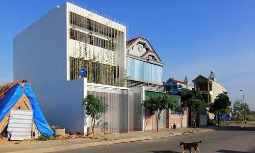 Ngôi nhà Việt 3 tầng này được nhiều hãng truyền thông nước ngoài khen hết lời với không gian xanh mát rất tự nhiên của ngôi nhà.