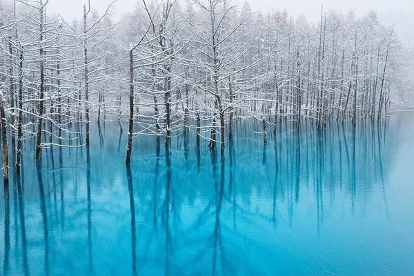 Hồ xanh và những đợt tuyết đầu tiên