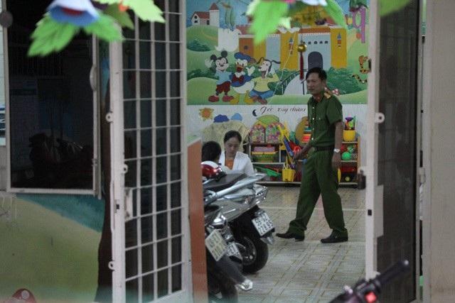 Công an kiểm tra cơ sở mầm non Mầm Xanh (quận 12, TPHCM) chiều ngày 26/11/2017 sau khi báo Tuổi Trẻ đăng video clip cơ sở này bạo hành trẻ.