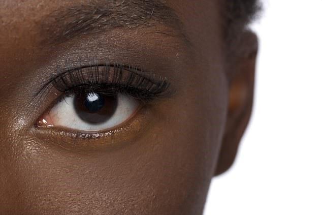 Kiểm tra mắt có thể giúp phát hiện bệnh Alzheimer sớm tới 20 năm trước khi triệu chứng đầu tiên xuất hiện.