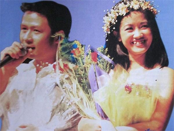 Đang ở đỉnh cao sự nghiệp ca hát, Bằng Kiều- Hồng Nhung không quên được cát- sê thuở chập chững vào nghề trị giá bằng bát phở, que kem.