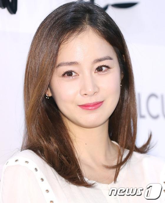 Sau đám cưới bí mật, Kim Tae Hee hầu như không tham gia các sự kiện của làng giải trí bởi ưu tiên hàng đầu của cô là sinh con trong năm nay.