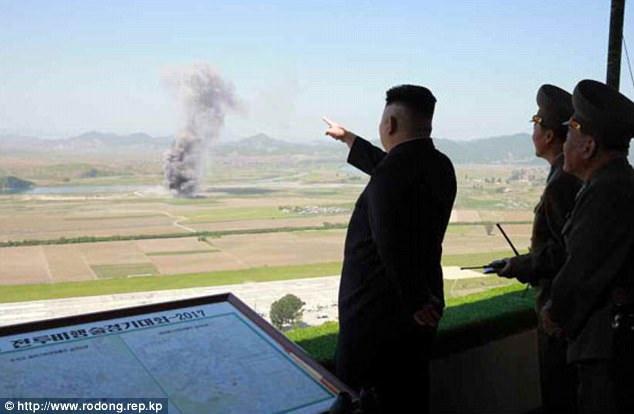 """""""Các phi công lái máy bay chiến đấu của Triều Tiên đã trình diễn thành công nhiều đường bay có tính nghệ thuật cao"""", KCNA dẫn lời nhà lãnh đạo Kim Jong-un nói khi chỉ đạo cuộc thi đấu của lực lượng không quân."""