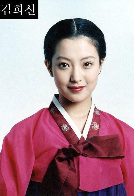 Trong năm 2001, danh tiếng của Kim Hee Sun càng lên hơn nữa. Cô được mời tham dự nhiều sự kiện của làng giải trí châu Á. Tại lễ trao giải điện ảnh của Hồng Kong năm 2001, cô được trao giải Nghệ sĩ châu Á xuất sắc nhất.