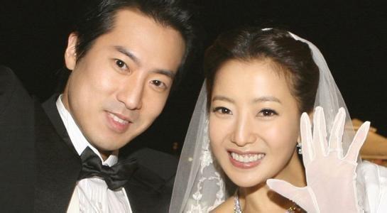 Sau đám cưới, Kim Hee Sun hầu như không tham gia các hoạt động của làng giải trí. Cô gần như giải nghệ dù chưa đưa ra thông báo chính thức. Cuộc sống của cô bên chồng được cô chia sẻ hàng ngày với người hâm một trên trang cá nhân và khiến fan ghen tị, ngưỡng mộ.