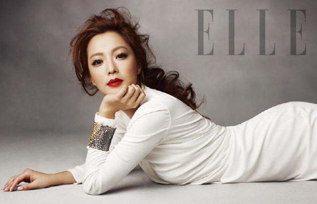 Ở tuổi 40, Kim Hee Sun có mọi thứ mà đồng nghiệp cùng lứa mong muốn, một sự nghiệp ổn định, một gia đình hạnh phúc, và sự yêu mến của khán giả dành cho cô chưa bao giờ giảm sút.