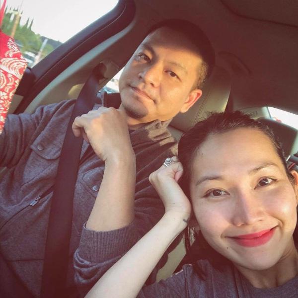 Kim Hiền hạnh phúc khi sánh đôi cùng chồng vào những ngày cuối tuần.