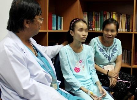 Cả bác sĩ và gia đình đều vui mừng khi cuộc phẫu thuật đã giúp bệnh nhi vượt qua được đau đớn