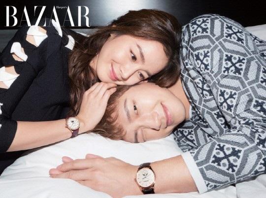 """Kim Tae Hee và Bi (Rain) cũng bật mí những bí quyết giúp họ duy trì mối quan hệ tình cảm dù là những người bận rộn và không thể ở bên nhau 24/24. """"Tôi tin rằng, điều quan trọng là làm nhau cười dù chỉ là những câu chuyện bình thường, ngớ ngẩn. Không cần phải nói những điều quá đặc biệt. Nhưng khi đưa ra những quyết định quan trọng hay có những bất đồng, chúng tôi thường ngồi lại với nhau, lắng nghe ý kiến của đối phương một cách chăm chú""""."""