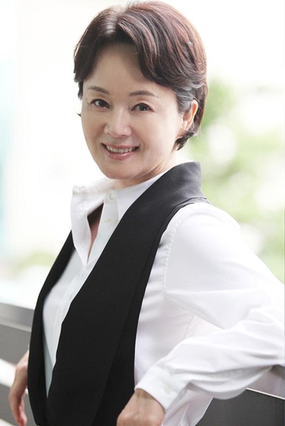 Bà Kim Young Ae đã có 43 năm cống hiến hết mình cho điện ảnh xứ Hàn.