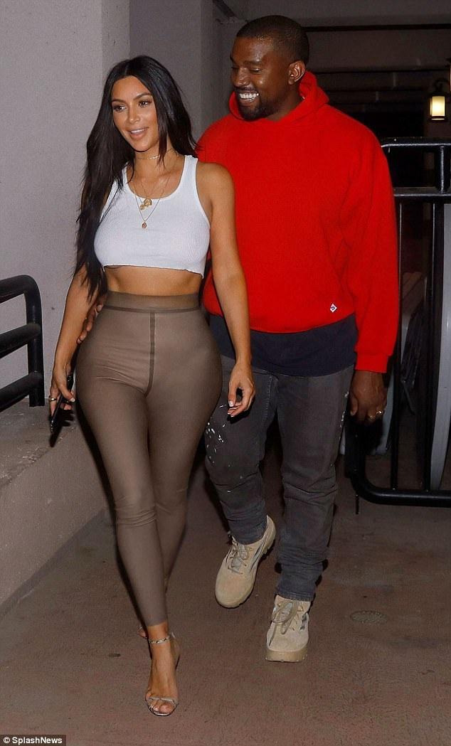 Vợ chồng Kim Kardashian - Kanye West tươi tắn khi đi xem phim ngày 17/7 vừa qua