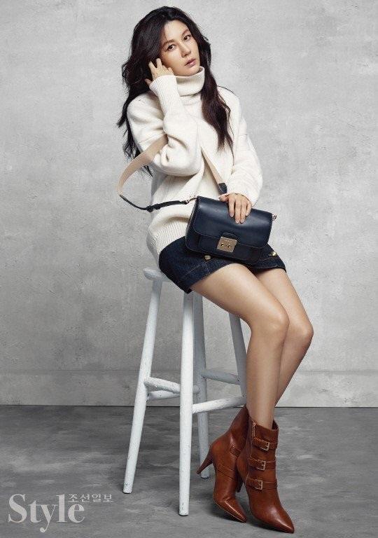Kim Ha Neul vẫn làm người mẫu thời trang hồi tháng 8/2017.