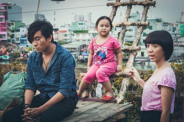 Bé Kim Thư kết hợp diễn xuất cùng diễn viên Kiều Minh Tuấn và Thu Trang