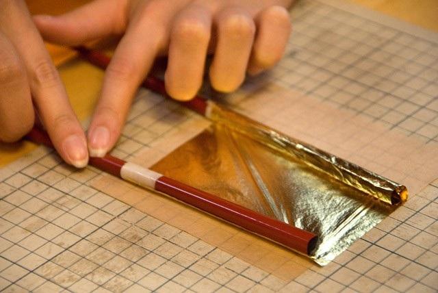 Đến nơi làm ra những lá vàng siêu mỏng chỉ dày 0.0001mm - 2
